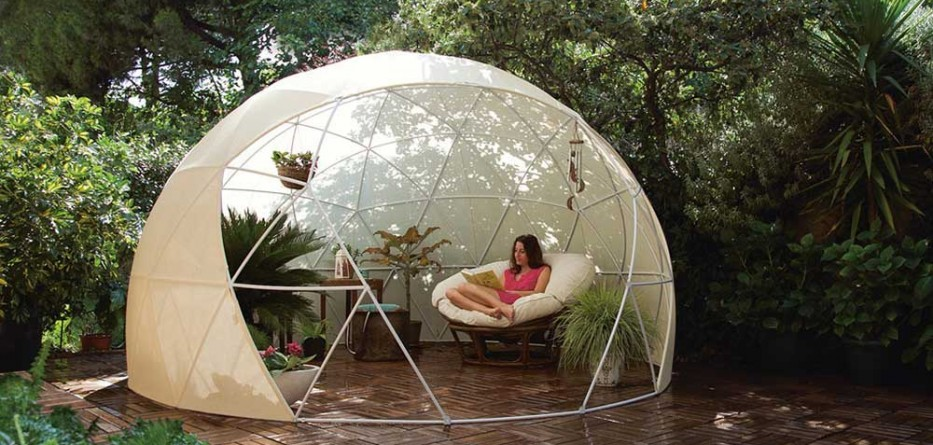 year round weatherproof igloos for your garden berwell. Black Bedroom Furniture Sets. Home Design Ideas
