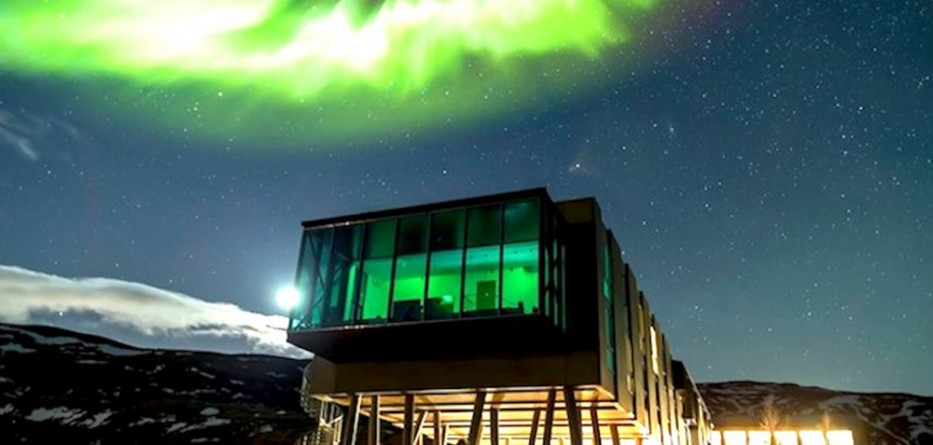 iceland s ion hotel offers dramatic views of the northern lights berwell. Black Bedroom Furniture Sets. Home Design Ideas