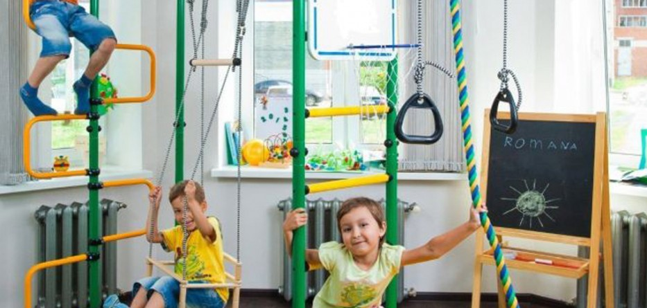 Childrens-indoor-home-gym-Swedish-Wall- (1)
