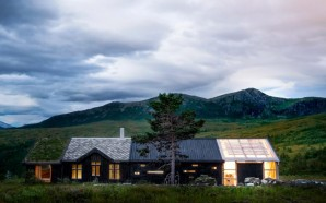 Troll's Peak Cabin Features Facades And Roofs Clad In Contrasting…